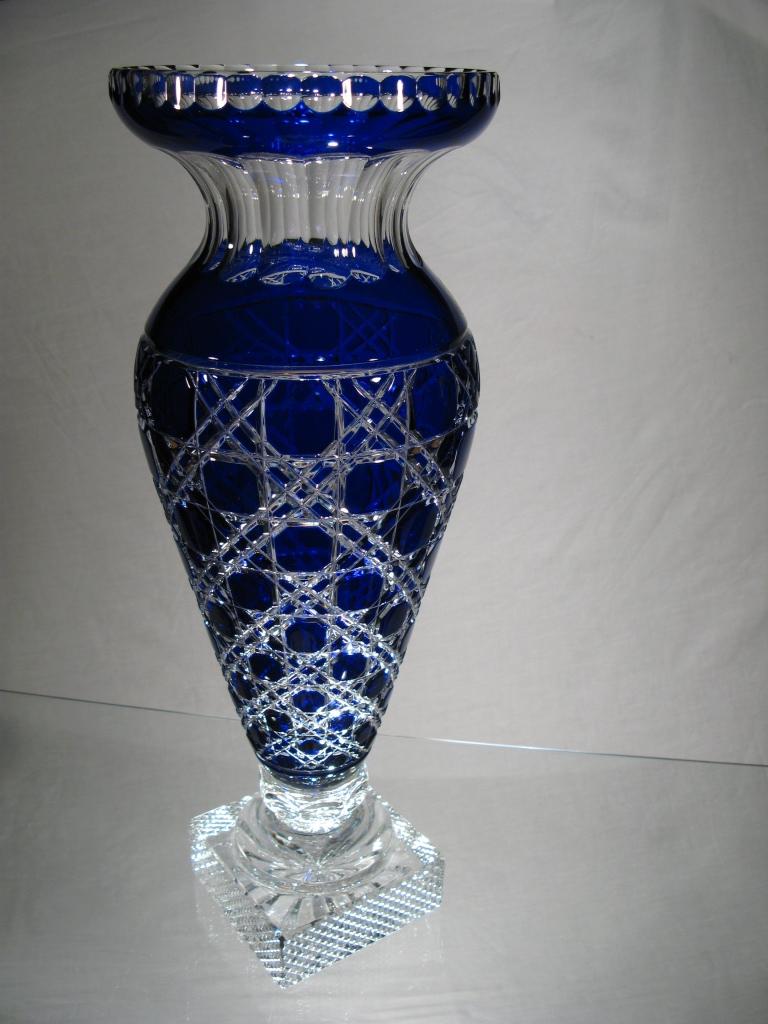 vase en cristal de boh me vase sur pied en cristal. Black Bedroom Furniture Sets. Home Design Ideas