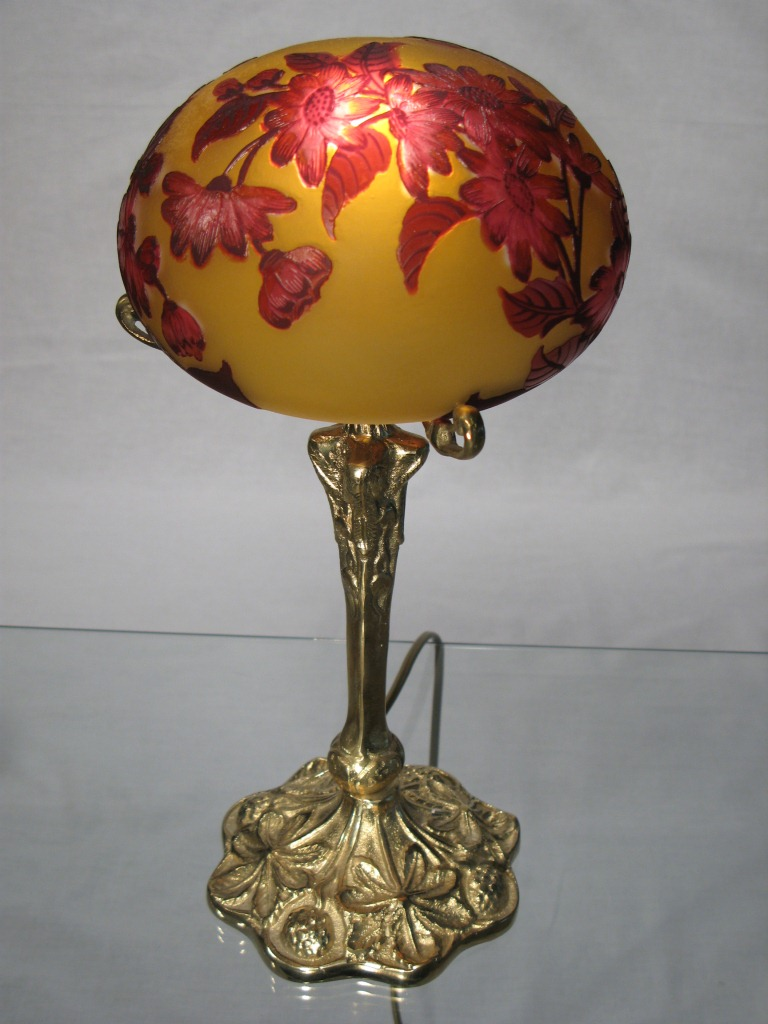 lampe tip Gallé en pâte de verre