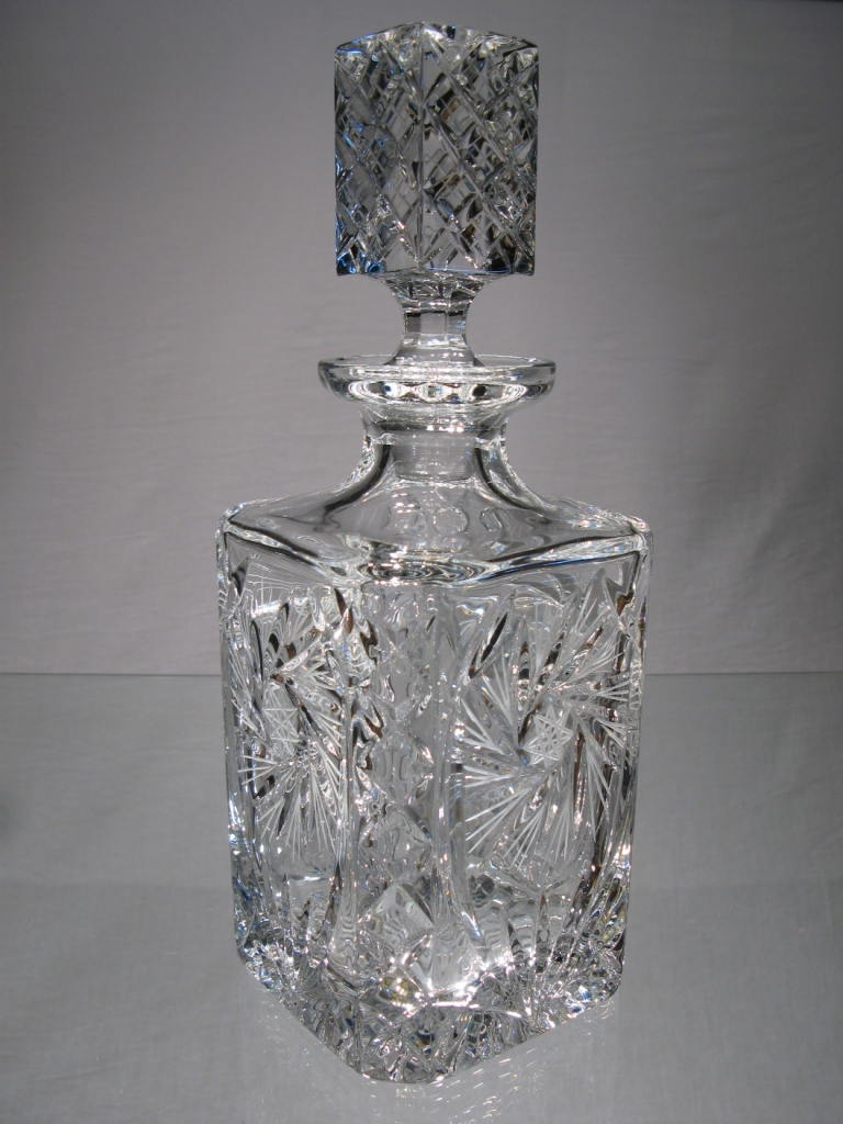 carafe whisky cristal de boh me carafe whisky cristal. Black Bedroom Furniture Sets. Home Design Ideas