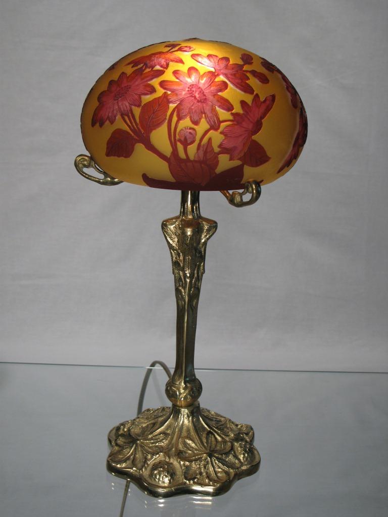 Lampe tip gallé pied en bronze