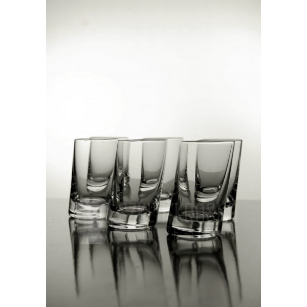 verres en cristal liqueur verres liqueur en cristal pench e. Black Bedroom Furniture Sets. Home Design Ideas
