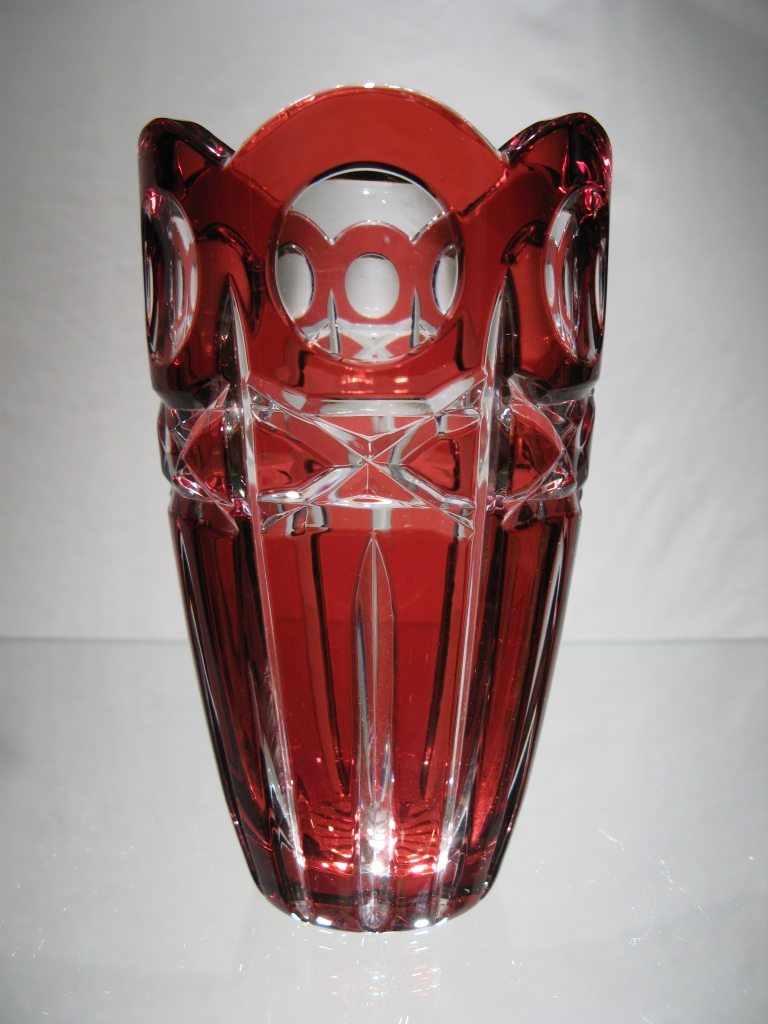 vase rouge en cristal vase rouge en cristal taill vase cristal boheme. Black Bedroom Furniture Sets. Home Design Ideas